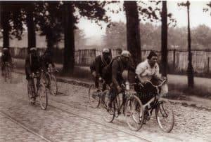 Oude Wielrenfoto's Ansichtkaarten Set Clowning around1926