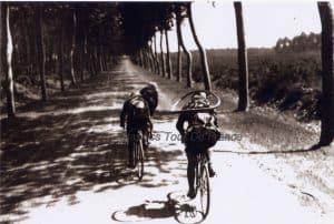 Oude Wielrenfoto's Ansichtkaarten Set long Road ahead